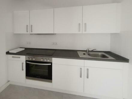 Geräumige 4 Zimmer Wohnung mit Balkon und Einbauküche sucht liebevolle Mieter!