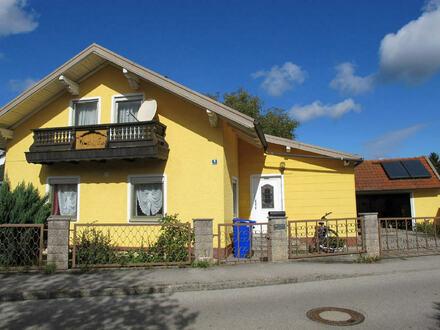 Freistehendes Einfamilienhaus mit Wintergarten und Doppelgarage in Emmerting