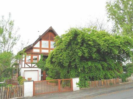 METEOR IMMOBILIEN : Liebevoll und außergewöhnlich gestaltetes Einfamilienhaus mit Einliegerwohnung