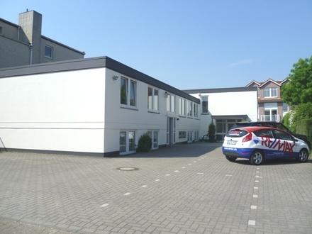 Schicke Büroräume mit 6 Parkplätzen - ca. 1,5 km zur City!