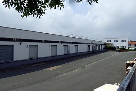 vermietete Logistikgebäude mit Büro
