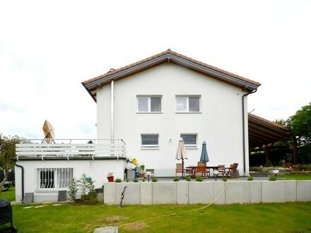 Schwalbach: Exzellentes Zuhause mit Wohfühlgarantie in gesuchter Ruhelage!