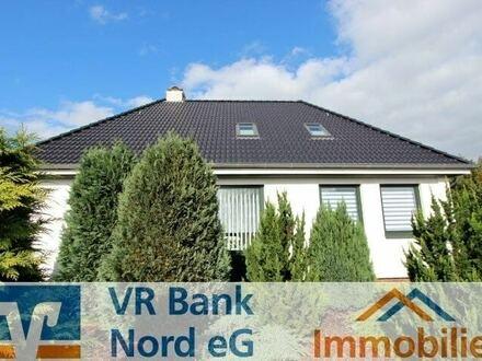Aufwendig modernisiertes Einfamilienhaus mit Garage in zentraler Lage