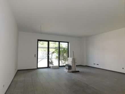 Komplettsanierte 2 Zimmerwohnung im EG mit Balkon in Rodgau