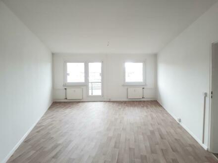 Helle 3 Raum Wohnung mit Balkon