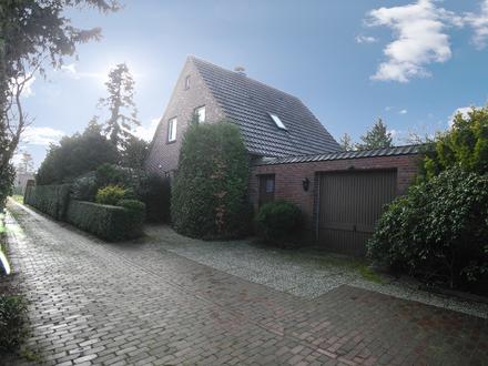 Einfamilienhaus mit parkähnlichem Grundstück in zentraler Lage