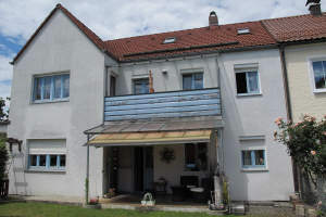 Zweifamilienreihenhaus m. Terrasse, Balkon, Garage, Garten und Hofraum in Burghausen