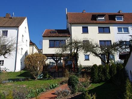 Sanierte, gepflegte Erdgeschosswohnung mit Einbauküche und Gartenanteil - Rödental