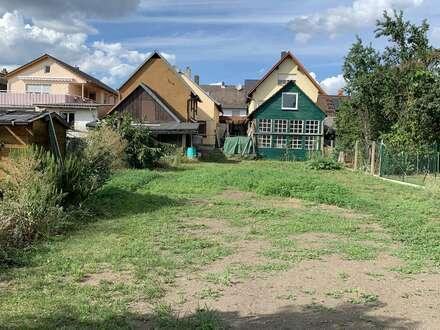 Seit 1992 IMMO-ZAHN SOFORT FREI ! 2-Fam.Haus mit Innenhof, Nebengebäuden & großem Garten
