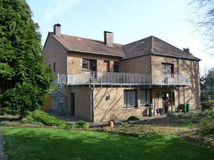 Ein-/Zweifamilienhaus mit Potenzial im Stil eines Herrenhauses!