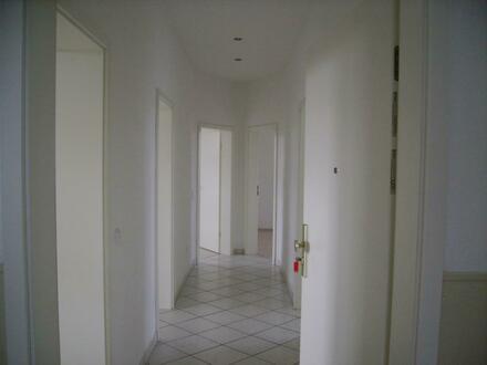 Schöne u. helle 3 Zimmer-Altbauwohnung ab 01.01.2019 zu vermieten.