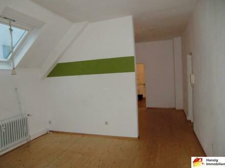 Nähe Siegfriedplatz! Gemütliche 2 Zimmer Dachgeschosswohnung im Bielefelder Westen!