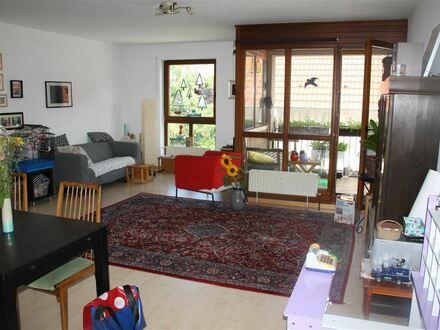 Mayence Immobilien: Schöne 3 Zimmerwohnung mit Loggia! Garten zur Mitnutzung! PKW-Außenstellplatz!