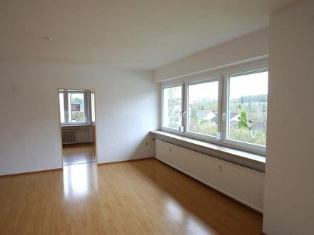 Moderne, großzügige 4,5-Zimmer-Ergeschoss Wohnung mit Balkon und Garagenstellplatz - Ahorn