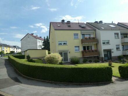 Renoviertes Zweifamilienhaus mit zwei Garagen auf einem 557 m² Grundstück - Dortmund-Kirchlinde