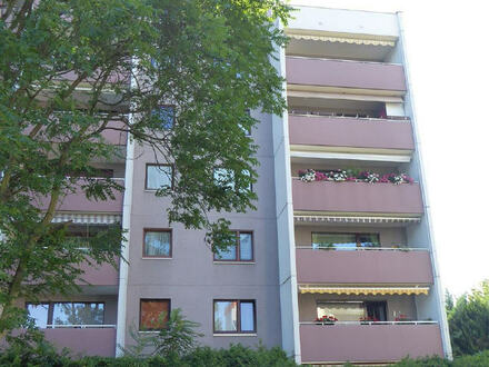 ARNOLD-IMMOBILIEN: Schöne Wohnung mit Balkon und Tiefgarage