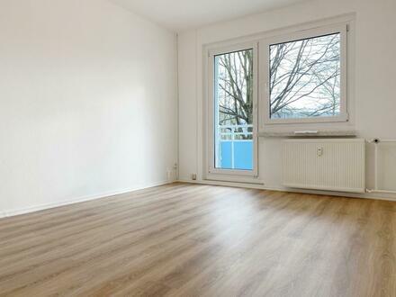 **Die kann sich sehen lassen**! Top renovierte 2-Raum Wohnung im Erdgeschoss mit Balkon!