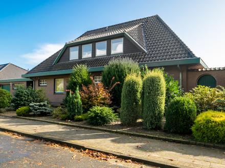 Keine Käuferprovision!! Geräumiges Zweifamilienhaus am Neuenburger Urwald