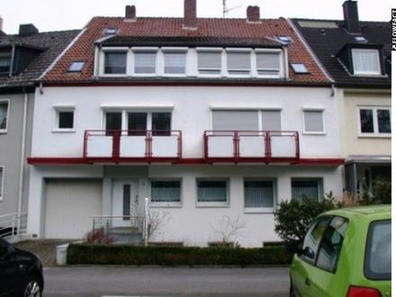 Helle gut geschnittene 2-Zimmer-Wohnung mit Balkon in gepflegtem modernen Hauses