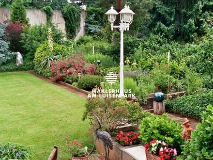 Freistehendes Einfamilienhaus mit ausbaufähigem Obergeschoss und parkähnlich angelegtem Garten