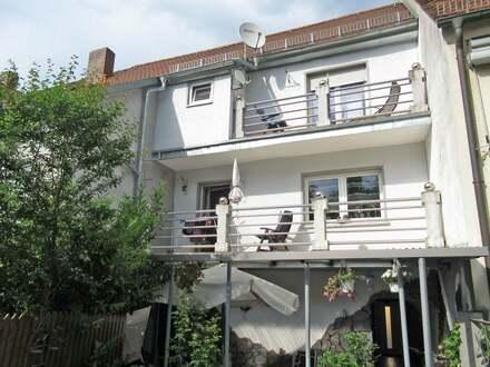 Saniertes Reihenmittelhaus in Sulzbach-Rosenberg: Neuwertig Wohnen, aber keine Neubaupreise zahlen