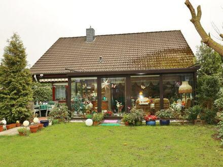 TT bietet an: Einfamilienhaus mit Ausbaureserve, Wintergarten und Garage in TOP-Lage!