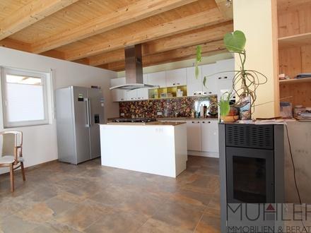 Individuelles Einfamilienhaus als Bungalow mit erstklassiger Gesamtenergieeffizienz