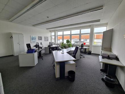 Ideale Voraussetzungen! Bürofläche mit ausreichend Stellplätzen in Gütersloh
