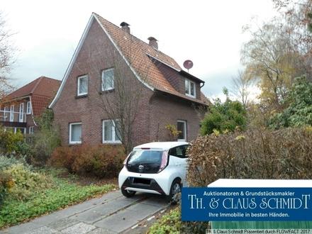 Wohnhaus in bester Lage mit Parkett, Ofen und Garage