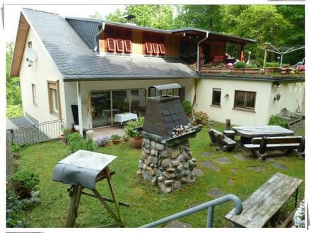 Aulhausen: Zweiparteienhaus zzgl. ca. 280 m² Nutzfläche direkt am Waldrand