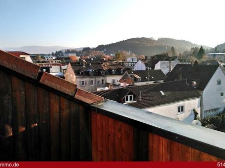 Außergewöhnliche 2 Zimmer-Wohnung mit Blick auf den Fremersberg!