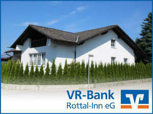 Zur Miete: Große Wohnung in einem Zweifamilenhaus