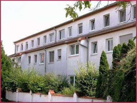 Leeheim: Gemütliches Erdgeschoss mit Terrasse