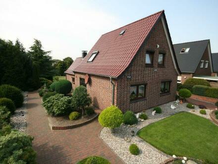 Siedlungshaus mit neuem Dach und großem Grundstück