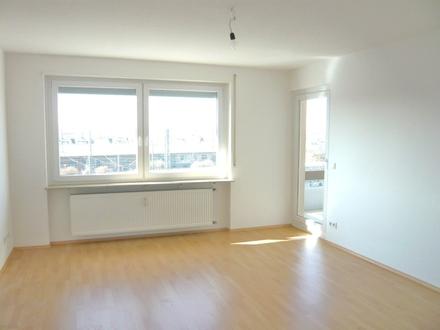 Superhell und gut geschnitten! 3 Zimmer - 2 Balkone - Einbauküche - Aufzug - Innenstadt!