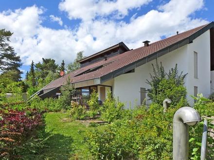 Vielseitige Nutzungsmöglichkeiten! Freistehendes Anwesen in bester Wohn- und Aussichtslage