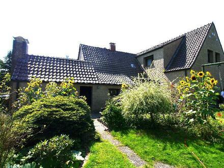 Ältere Doppelhaushälfte mit Garage in schöner Wohnlage