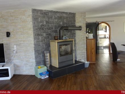 *Hochwertiges Einfamilienhaus mit Wintergarten und Pool in herrlicher Wohnlage von Dettingen/Iller*