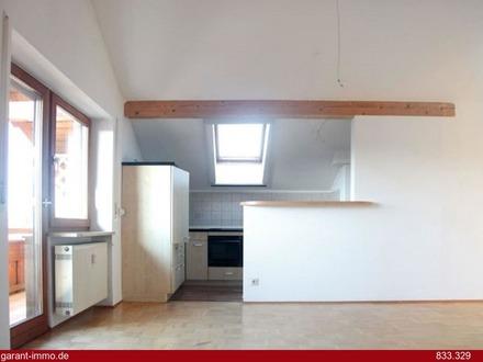 Sonnige 2 Zimmer-Dachgeschoss-Wohnung mit Westbalkon in begehrter Lage von Großkarolinenfeld!