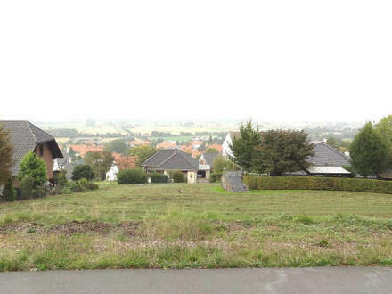 Traumhaftes Hanggrundstück mit einmaligem Fernblick in Nettelstedt!