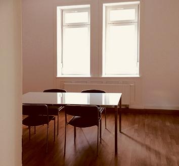 Großer Raum in Büro-WG - Altbau