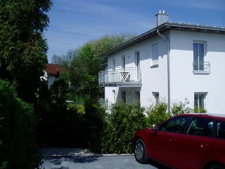 Top Lage, moderne Einrichtung 3-Zimmer-Erdgeschosswohnung mit EBK, Südterrasse und Tageslichtbad