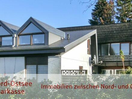 Interessant geschnittenes u. geräumiges Wohnhaus mit 2 getrennten Wohneinheiten in Husum