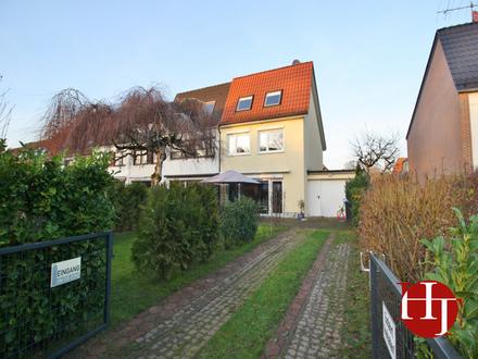 Modernisiert und gedämmt mit extra großer Garage: Reihenendhaus sucht neue Familie!