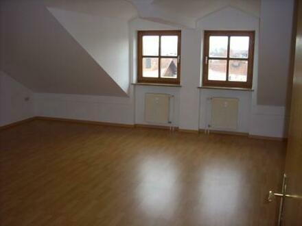 Helle, ruhige 3-Zimmer Dachgeschosswohnung mit Garage