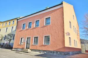 Kapital oder Eigennutzung! Flexibles Wohn- und Geschäftshaus in 94481 Grafenau