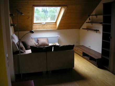 Exklusive ruhige 2 Zimmer-DG-Wohnung, neu möbliert