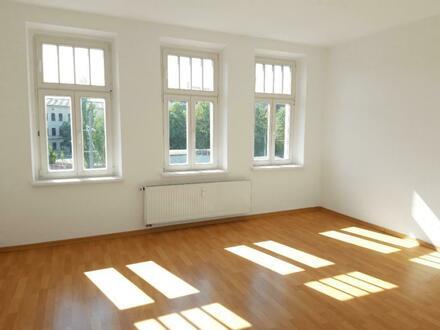 Altbaucharme zum kleinen Preis*2 Zimmer mit Balkon!