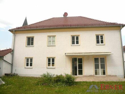 Repräsentative Walmdachvilla in verkehrsberuhigter Lage von Straubing-Ittling