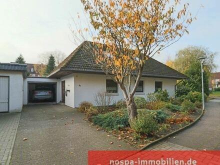 Ebenerdiges Wohnen ist gut möglich! Einfamilienhaus mit voll ausgebautem Dachgeschoss und 2 Garagen.
